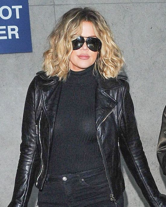Co powiecie na Khloe Kardashian w kr�conych w�osach? (FOTO)
