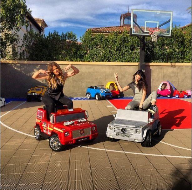 Khloe Kardashian i Kylie Jenner w ferworze zabawy (FOTO)