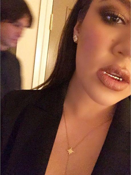 Khloe Kardashian znowu eksperymentuje ze swoim wygl�dem FOTO