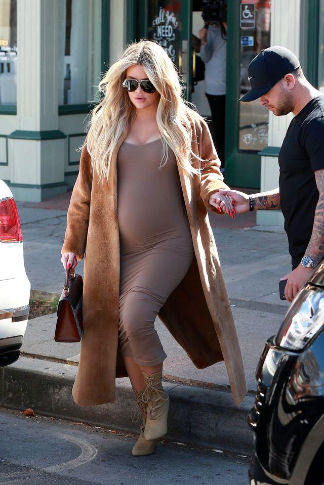Khloe Kardashian z dużym brzuszkiem nie rezygnuje z obcasów (ZDJĘCIA)