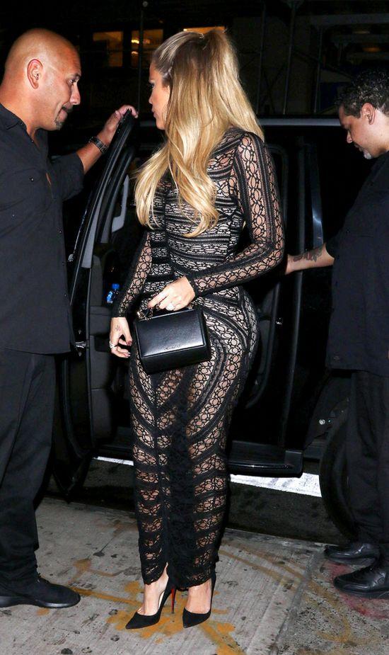 Khloe Kardashian dzielnie ratowała się torebką (FOTO)