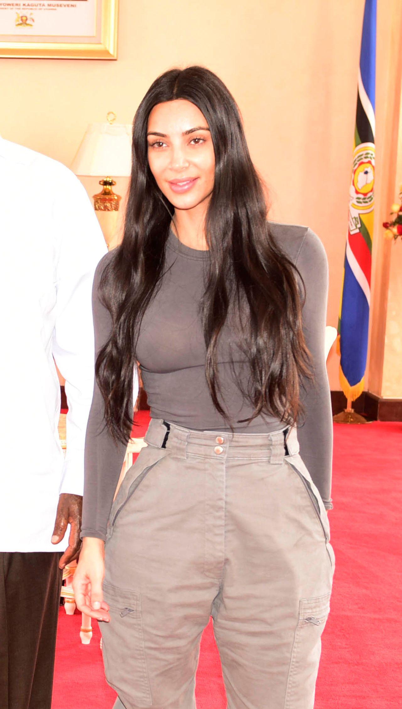 Bez makijażu Kim Kardashian wygląda, jakby była chora (ZDJĘCIA)