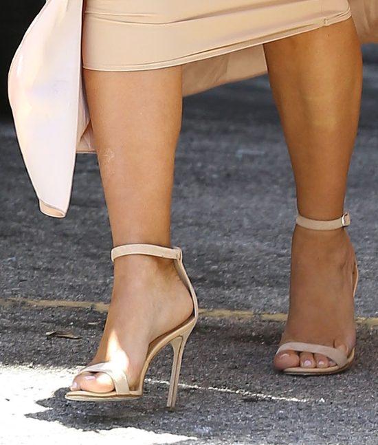 Kim Kardashian w ciąży mocno dokucza łuszczyca