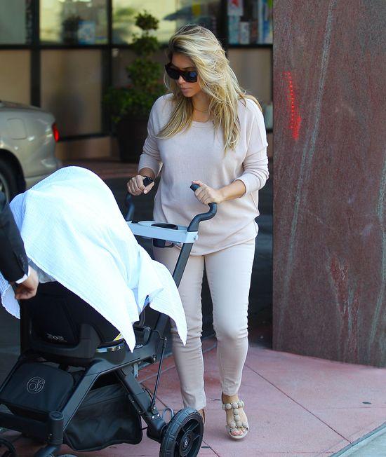 Jak wygląda Jessika Simpson po porodzie? (FOTO)