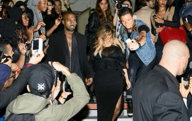 Biust Kim Kardashian wraca na salony (VIDEO)