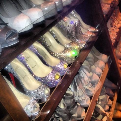 Wszystkie buty Kim Kardashian są na nią za małe! (FOTO)