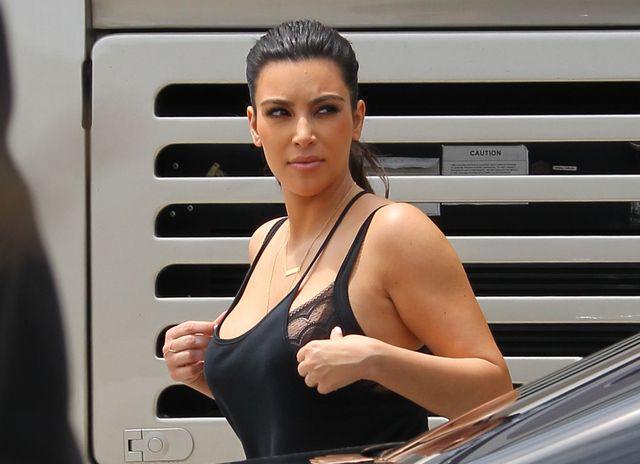 Kim Kardashian jest znudzona siedzeniem w domu