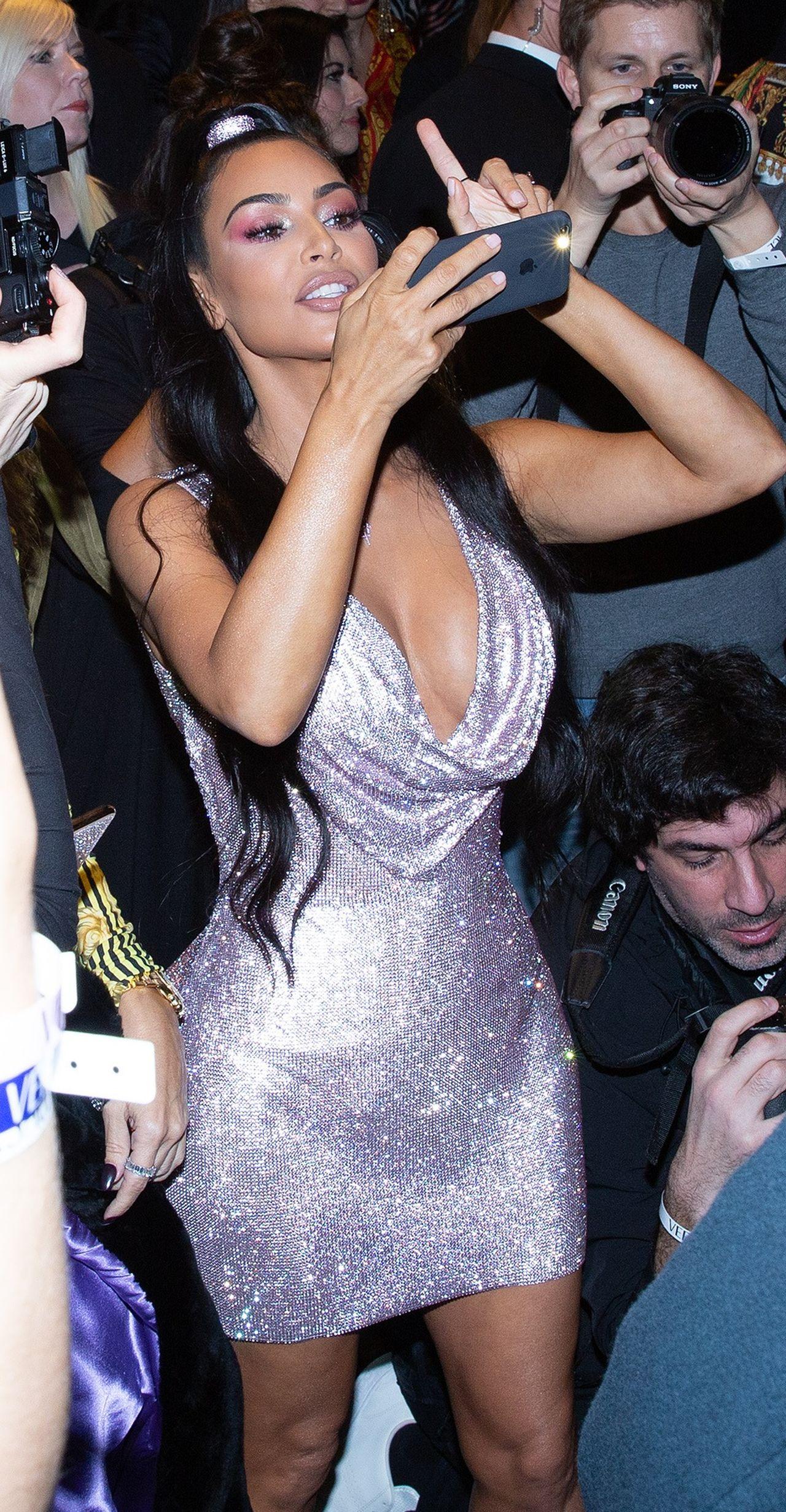 Kim Kardashian największą gwiazdą pokazu VERSACE: SCHUDŁA!