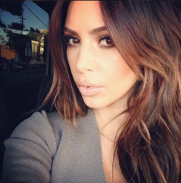 Kim Kardashian przefarbowała włosy! (FOTO)