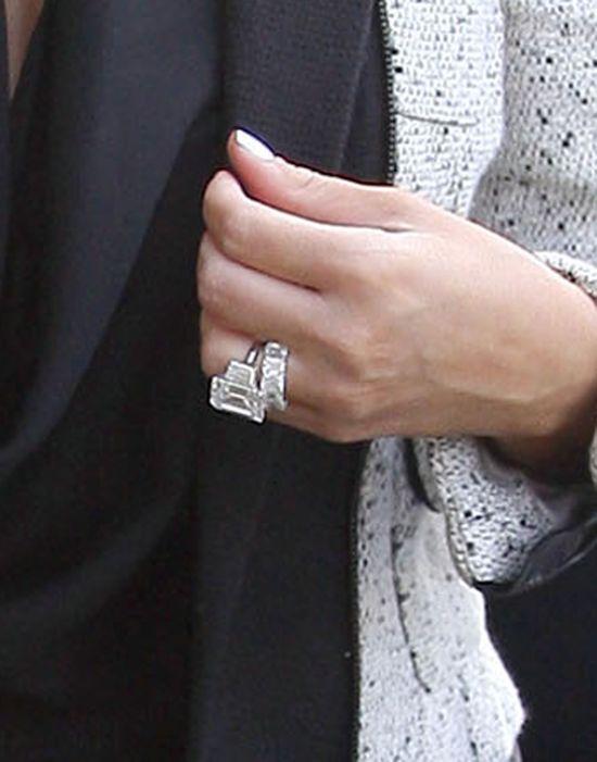 Historia pierścionków zaręczynowych Kim Kardashian (FOTO)