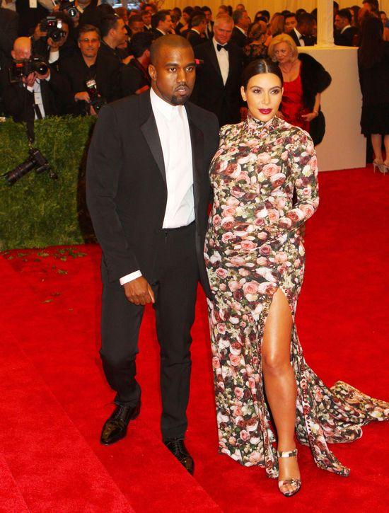 Kanye West pomaga Kim Kardashian pozbyć się fałyszywych...
