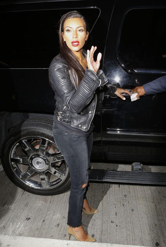 Ciemna noc, a Kim Kardashian z Nori lec� na imprez� (FOTO)