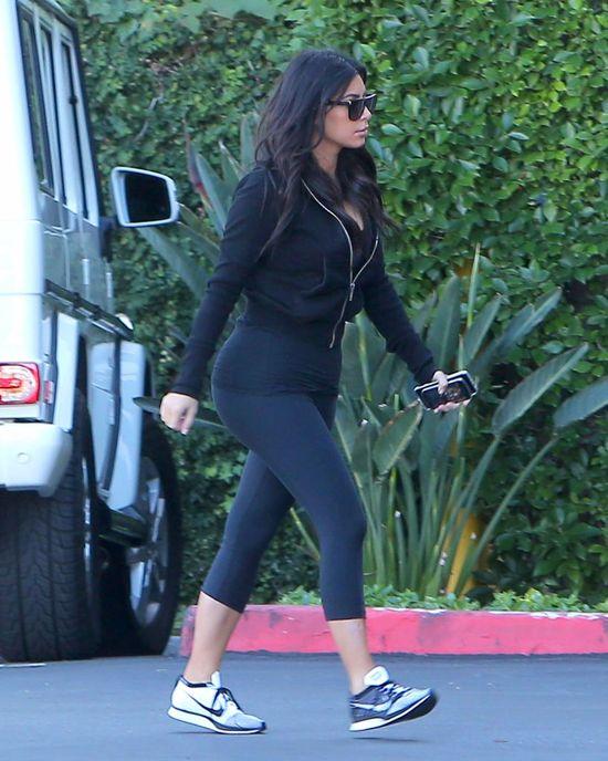 W czym Kim Kardashian chodzi do swojego biura? (FOTO)