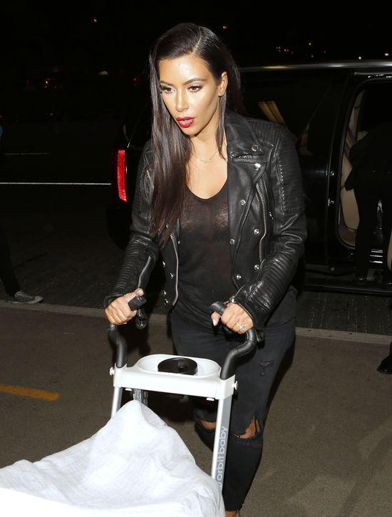 Ciemna noc, a Kim Kardashian z Nori lecą na imprezę (FOTO)