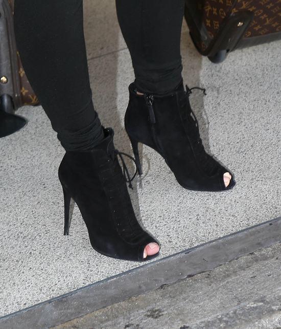 Kim Kardashian ulega ci��owym zachciankom (FOTO)
