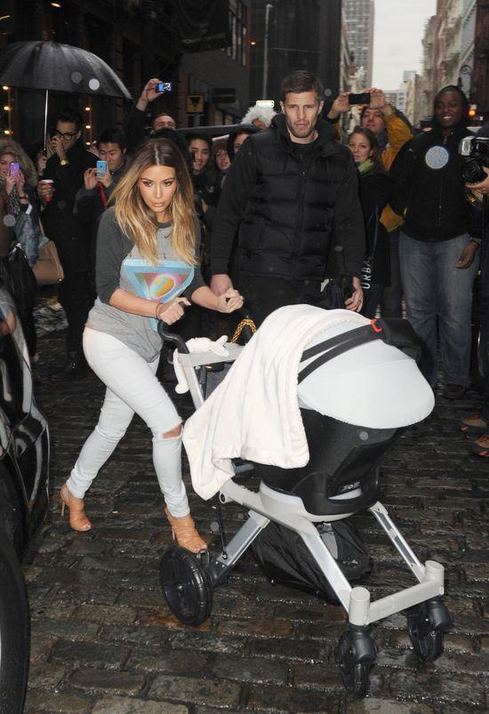 Kim Kardashian broni się: Nie zaniedbuję dziecka!