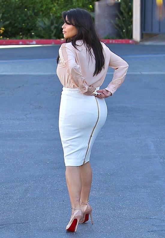 U Kim Kardashian pupa wciąż większa niż brzuch (FOTO)