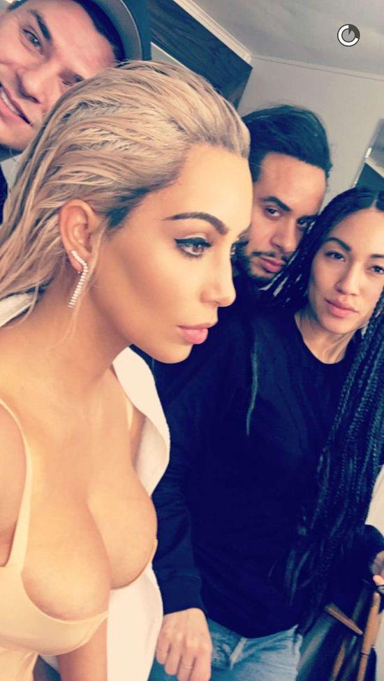 Kim Kardashian ROZJAŚNIŁA WŁOSY! Znowu jest blondynką!