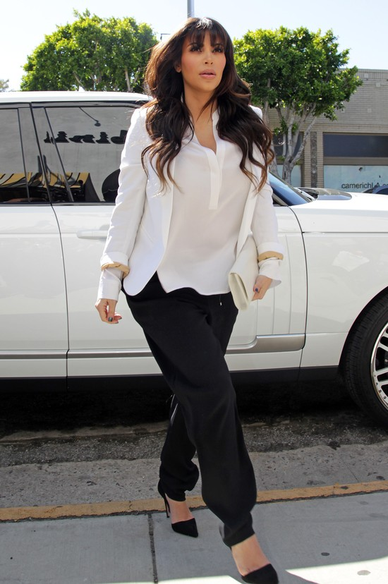 Kim Kardashian i siostry zrobiły cyrk przed sklepem (FOTO)