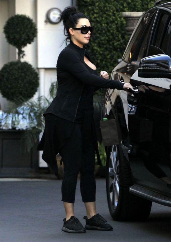 Kim Kardashian bez makijażu i bez sexy stylizacji (FOTO)