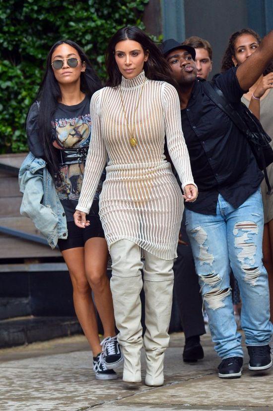 Złośliwy ten Kanye! Tak ubrał Kim, że ta wydaje się być grubsza!
