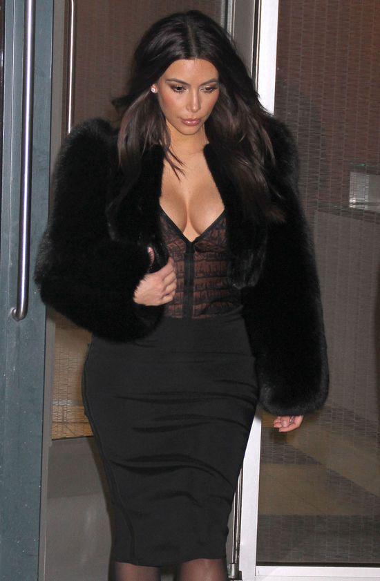 Piersiom Kim Kardashian niestraszny mróz i śnieg (FOTO)