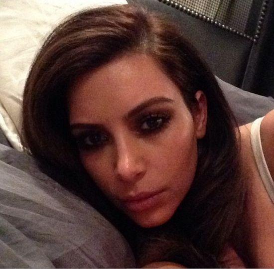 Kim Kardashian zmieniła kolor włosów do sesji w Vogue?