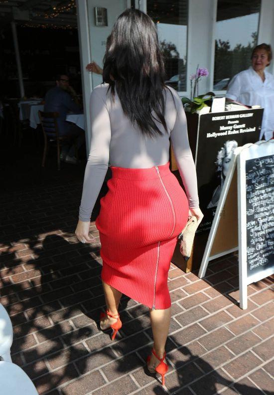 Kim Kardashian wyjmie implanty z pośladków?