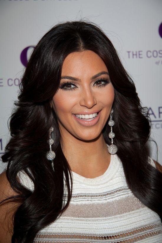 Co się stało z twarzą Kim Kardashian? (FOTO)