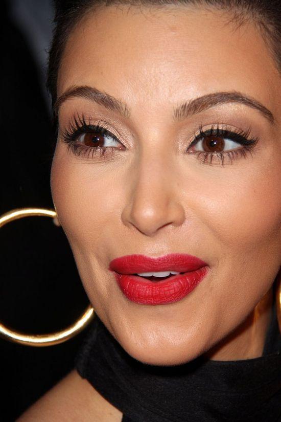 US Weekly: Kim Kardashian ma twarz pełną WYPEŁNIACZY!