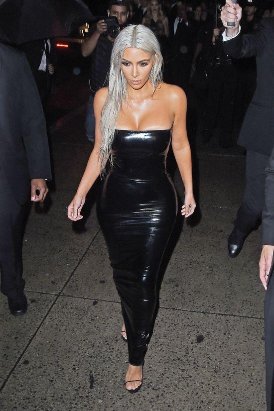 Kim Kardashian zaobserwowała u siebie niepokojące zmiany skórne