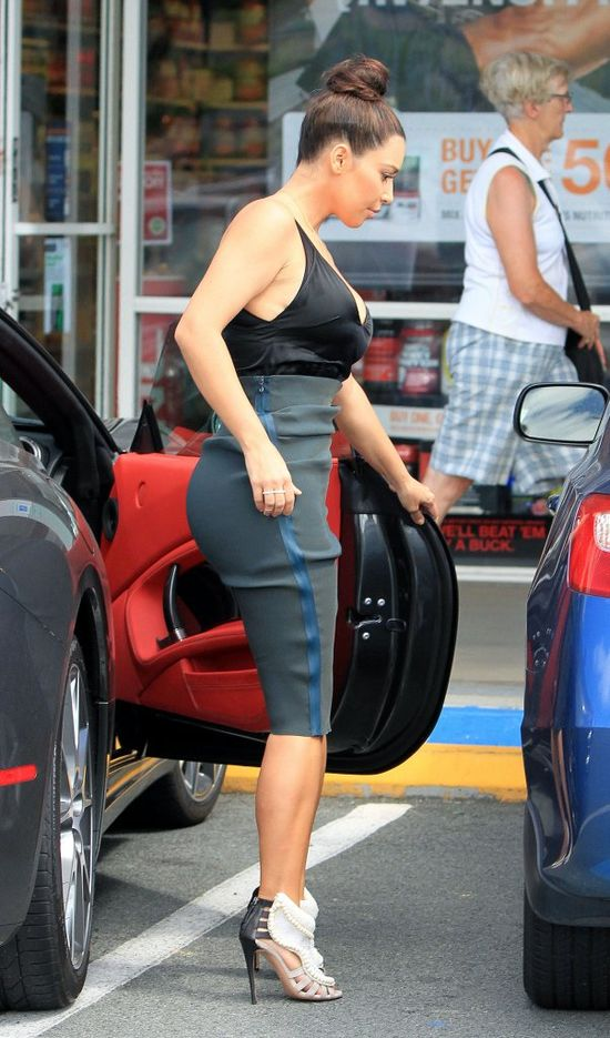Kim Kardashian tłumaczy się z poduszek powiększających pupę