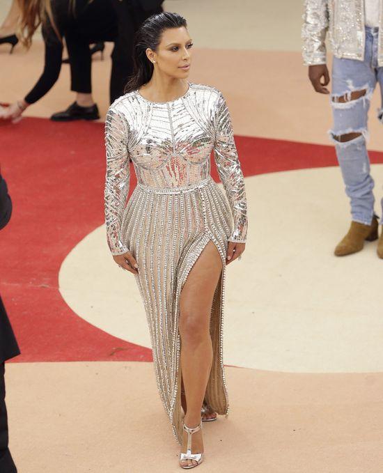 Przed Gal� Met Kim Kardashian spotka�a si� z piel�gniark�