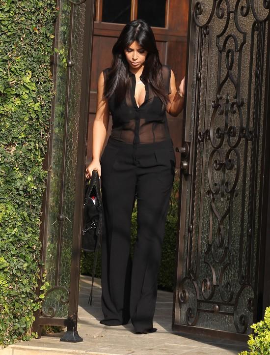 Kim Kardashian ca�y czas chce by� modna (FOTO)