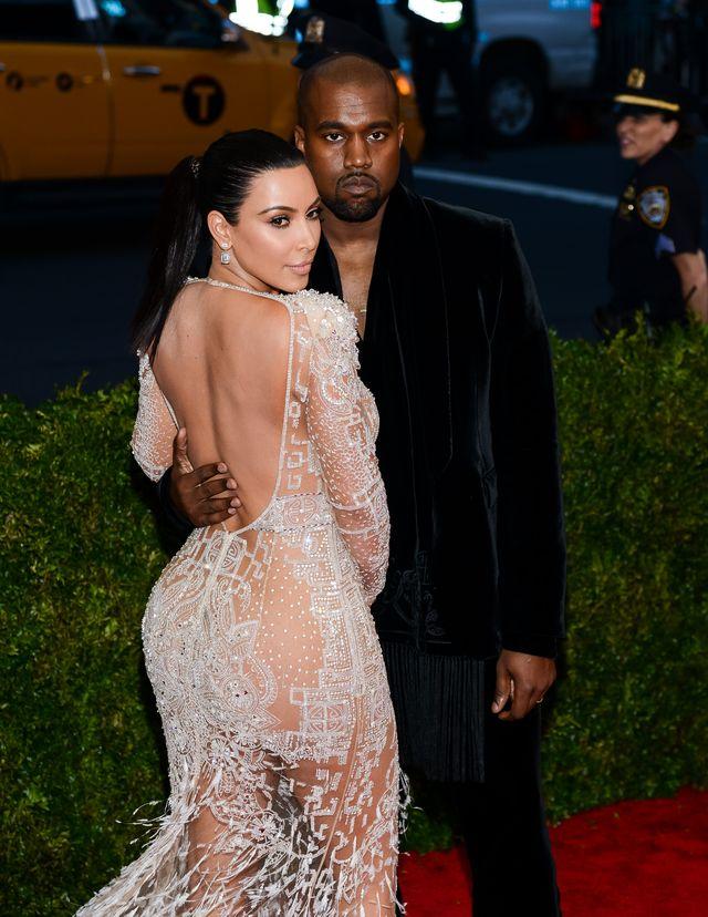 Co się dzieje z pupą Kim Kardashian?