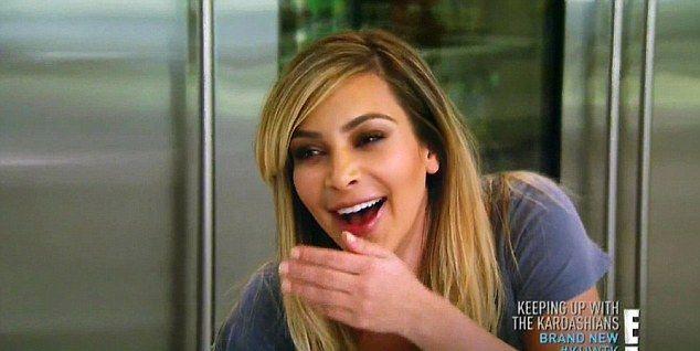 Wyciek mleka z piersi Kim Kardashian (VIDEO)