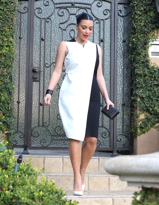 Kim Kardashian coraz trudniej ukryć ciążowy brzuszek (FOTO)