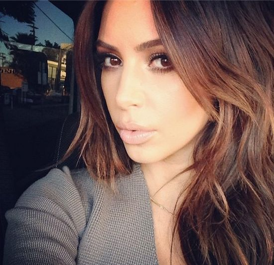 Kim Kardashian zmieni�a kolor w�os�w do sesji w Vogue?