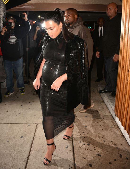 Kim Kardashian niczym dyskotekowa kula (FOTO)