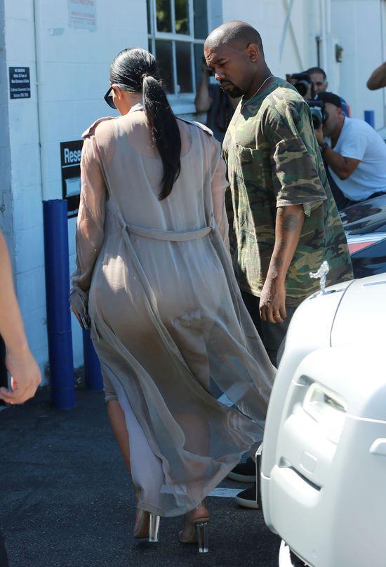 Stopy puchną, Kim tyje, hejterzy się cieszą (FOTO)