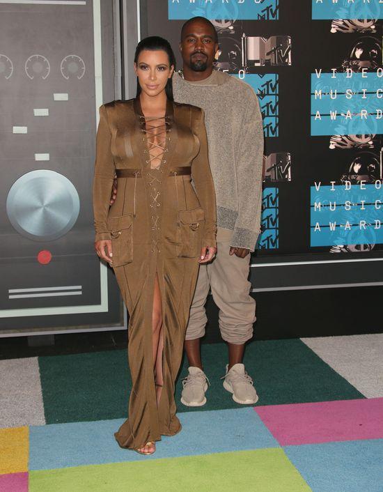 Kim Kardashian kłamie za dwoje (FOTO)