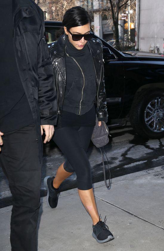 Łuszczyca spędza sen z powiek Kim Kardashian (FOTO)