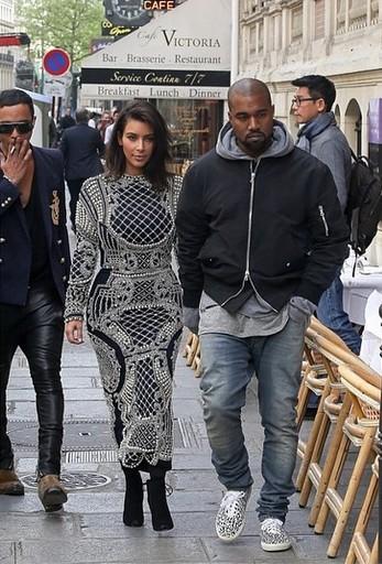 Kim Kardashian ma nowe, brzydkie buty (FOTO)