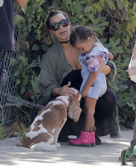 North West upada. Kim Kardashian nawet nie drgnie! (VIDEO)