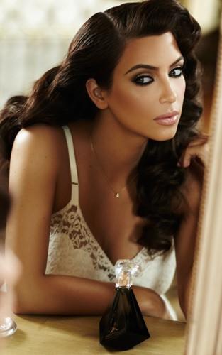 Kim Kardashian w reklamie swoich nowych perfum (FOTO)