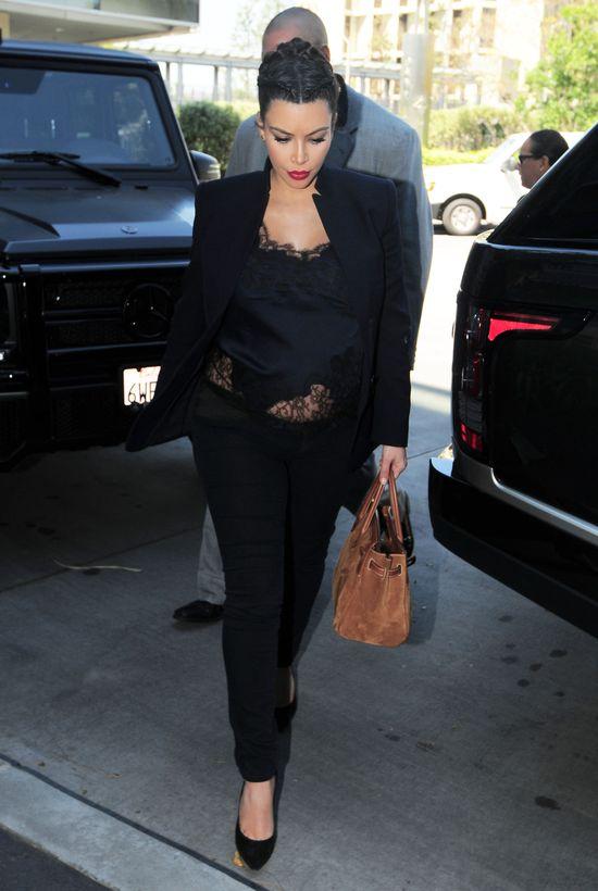 Kim Kardashian walczy z owłosieniem