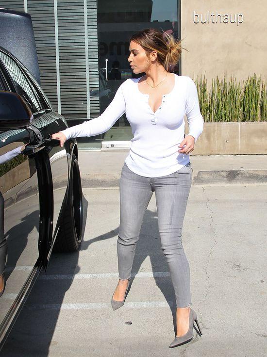 Kim Kardashian nie umie chodzić w szpilkach? (FOTO)