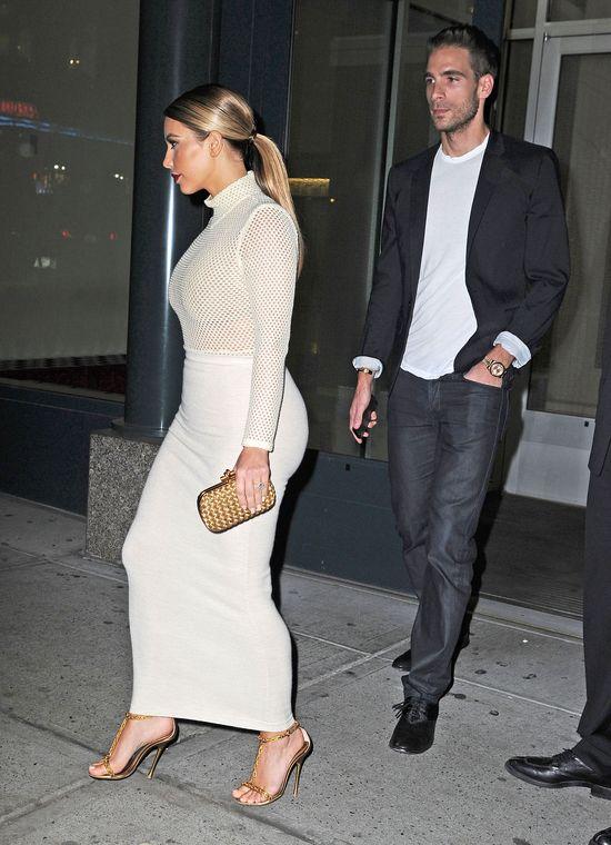 Wielkie piersi Kim Kardashian podbijają Nowy Jork (FOTO)
