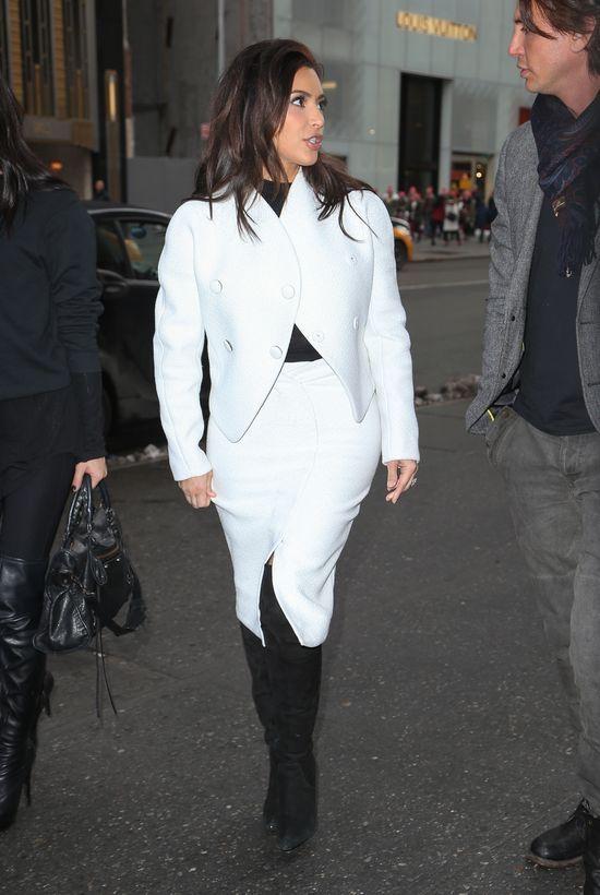 W co powinna ubierać się Kim Kardashian? (FOTO)