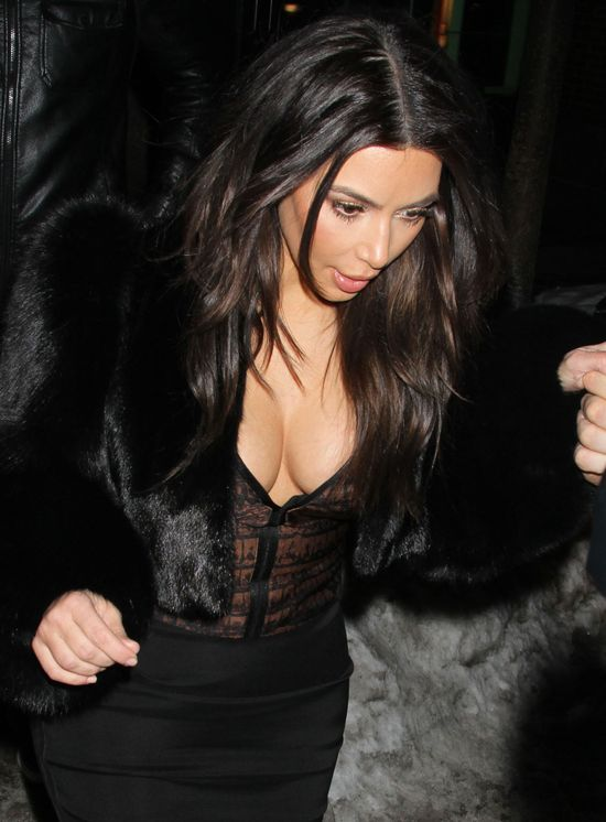 Piersiom Kim Kardashian niestraszny mr�z i �nieg (FOTO)